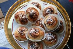 Bolos de canela para comemorar o dia de bolos de canela o 4 de outubro imagem de stock royalty free