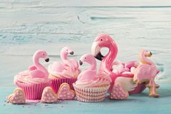 Bolos do copo do flamingo foto de stock royalty free