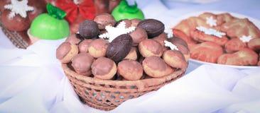 Bolos e bolos recentemente cozidos ao feriado do Natal Fotos de Stock