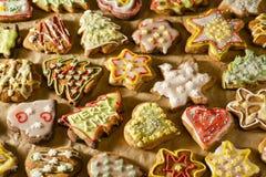 Bolos feitos a mão deliciosos do gengibre imagens de stock