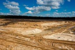 BOLOTSKOE ZANDsteengroeve, RUSLAND - MEI 2017: Zandsteengroeve mijnbouw stock fotografie