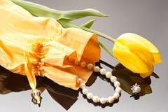 Bolsa con las perlas Fotografía de archivo libre de regalías