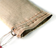 Bolsa con los lazos hechos del paño de lino grueso Tela no pintada, Fotos de archivo