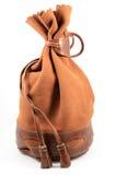 Bolsa de la gamuza marrón en el fondo blanco Imagen de archivo libre de regalías
