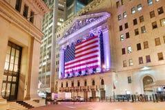 A Bolsa de Nova Iorque na noite Fotografia de Stock Royalty Free