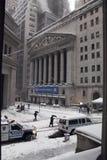 Bolsa de NYC bajo la nieve del 26 de febrero Fotografía de archivo