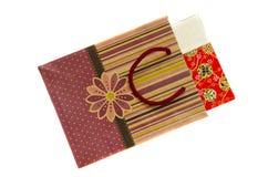 Bolsa de papel aislada con el rectángulo de regalo Fotos de archivo libres de regalías