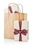 Bolsa de papel con los regalos Imágenes de archivo libres de regalías