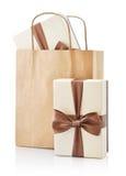 Bolsa de papel con los regalos Imagen de archivo libre de regalías