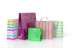 Bolsas de papel coloridas para hacer compras Fotografía de archivo libre de regalías