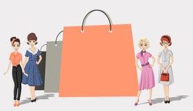 Bolsas de papel de las compras y mujeres bonitas Imagen de archivo libre de regalías