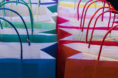 Bolsas de papel multicoloras Imagenes de archivo