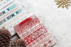 Bolsas de papel y galletas de la Navidad Imagen de archivo libre de regalías
