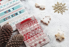 Bolsas de papel y galletas de la Navidad Fotografía de archivo libre de regalías