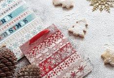 Bolsas de papel y galletas de la Navidad Fotografía de archivo