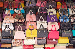 Bolsas para a venda, Kolkata, Índia Imagem de Stock