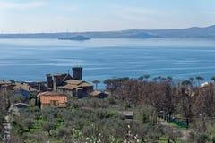 Bolsena sjö i Lazio, Italien arkivbilder