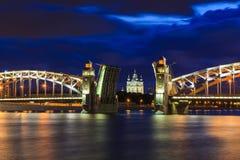 bolsheohtinskij drawbridge καθεδρικών ναών γεφυρών smolny ST νυχτών ανοικτό λευκό της Πετρούπολης Ρωσία Η Αγία Πετρούπολη Στοκ Εικόνες