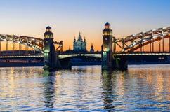 Bolsheohtinskiy-Brücke und Smolny-Kathedrale, StPetersburg, Russland Lizenzfreie Stockfotografie