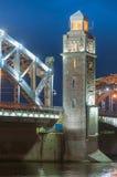 Bolsheokhtinsky桥梁彼得大帝桥梁每夏夜我 免版税库存照片