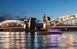 Bolsheokhtinsky-Brücke. St. Petersburg. lizenzfreie stockbilder