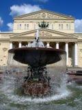 由Bolshoi剧院的一个喷泉在莫斯科 免版税库存图片