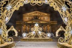 Bolshoi-Theater gestaltet durch neues Jahr-Dekorationen mit Blendenfleck lizenzfreie stockbilder
