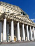 Bolshoi Theater in Moskau Hintergrund des blauen Himmels Stockfoto