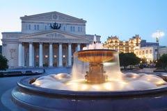 Bolshoi Theatre (stor teater) och springbrunn royaltyfria bilder