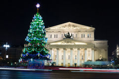 Bolshoitheater en verlichte Kerstboom stock foto