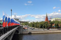 Bolshoy Kamenny Bridge, Moscow River and Moscow Kremlin stock images