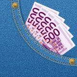 Bolsillo del dril de algodón y quinientos billetes de banco euro Foto de archivo libre de regalías