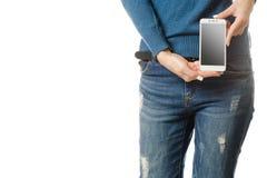 Bolsillo del smartphone del teléfono móvil de la chica joven Fotos de archivo libres de regalías
