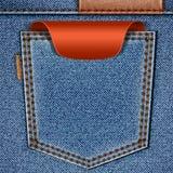 Bolsillo posterior de los pantalones vaqueros con la escritura de la etiqueta roja del precio Imagen de archivo