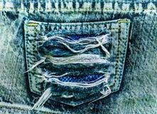 Bolsillo rasgado de los pantalones vaqueros Foto de archivo libre de regalías