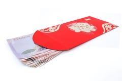 Bolsillo rojo y dinero afortunado en Año Nuevo chino Fotos de archivo