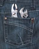 Bolsillo trasero de los pantalones vaqueros con las herramientas Imágenes de archivo libres de regalías