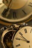 Bolsillo viejo y reloj moderno Imagen de archivo