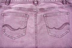 Bolsillos de la parte posterior de la mezclilla de Brown con el modelo fotos de archivo libres de regalías