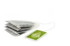 Bolsita de papel del té con la etiqueta verde Foto de archivo libre de regalías