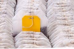 Bolsita de té en el paquete Fotos de archivo