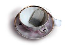 Bolsita de té en la taza Fotos de archivo
