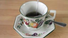 Bolsita de té en una taza almacen de video