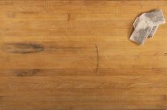 Bolsitas de té en contador Imagen de archivo libre de regalías