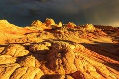 Bolso branco original no por do sol dourado, o Arizona das formações de rocha Fotos de Stock Royalty Free
