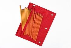 Bolso/caja rojos del lápiz llenada sin. 2 lápices Imagenes de archivo