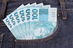 Bolso completamente do dinheiro brasileiro Imagem de Stock