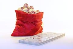 Bolso completamente dos barris com o loto do jogo de cartas dos números Fotos de Stock Royalty Free