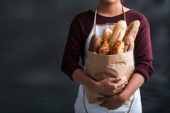 Bolso con pan fresco Imagenes de archivo