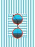 Bolso da camisa com óculos de sol Foto de Stock
